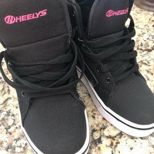 NWT heeleys high top w wheels !